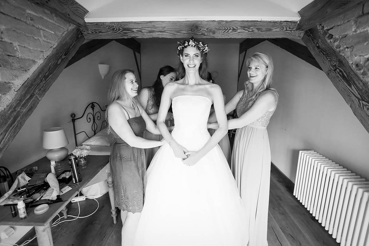 Getting ready - Fotos von der Brautentstehung und dem Ankleiden